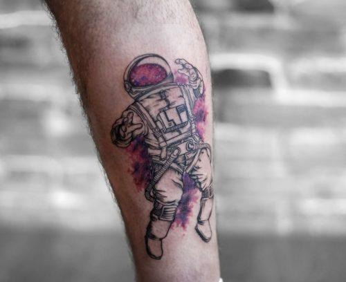 קעקוע צבעוני של אסרטונאוט